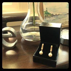 14kt yellow gold diamond & cultured pearl earrings